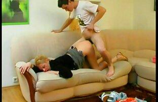 دانشجوی جوانی که با یک دیک بزرگ در رختخواب نرم عکس سکسی کون کس کیر کار می کند