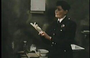 پسر یک کتف محکم را در الاغ یک دانش آموز عکس کس و کون متحرک کوچک سینه قرار می دهد