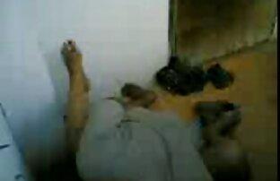 مربی ، مادر ورزشی را کوسجیگر در لباسهای تنگ آبی و دوست دخترش در ماساژهای ورزشگاه شلیک می کند