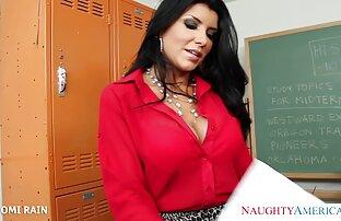 دانش آموز لباس زیر خود را برداشته و سینه های کوچک را عکس سکسی کوس خفن در بازیگران نشان می دهد